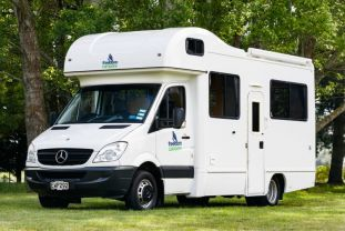 Freedom Path Explorer 6 Berth Auto